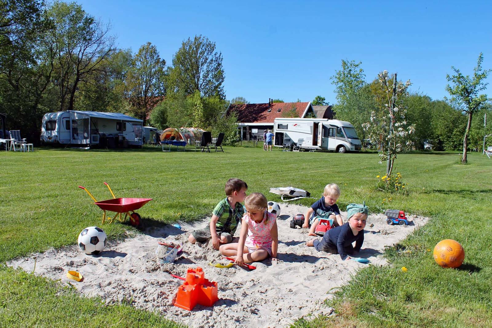 kinderen op camping Drenthe